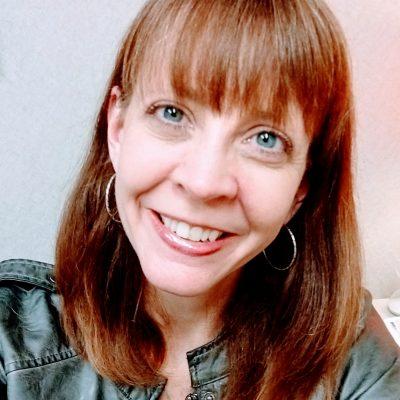 Head photo portrait of Cindy Edwards